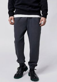 Tigha - COSMO - Tracksuit bottoms - vintage black - 0