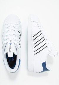 adidas Originals - SUPERSTAR - Sneakers laag - footwear white/collegiate royal/core black - 1