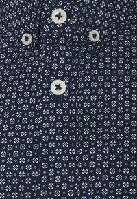 TOM TAILOR - REGULAR PRINTED - Shirt - dark blue/white - 2