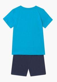 Blue Seven - SMALL BOYS FIRETRUCK SET - Trainingsbroek - türkis - 1