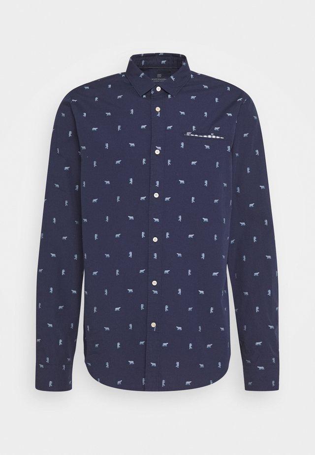 REGULAR FIT CHIC POCHET - Camisa - dark blue