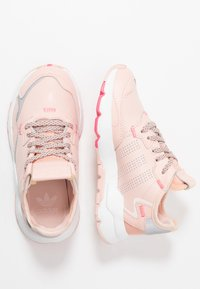 adidas Originals - NITE JOGGER  - Trainers - vapour pink/silver metallic/real pink - 1