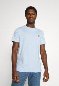 Lyle & Scott - PLAIN - T-shirt - bas - pool blue - 0