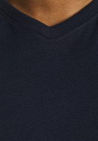Johnny Bigg - ESSENTIAL V NECK TEE - Basic T-shirt - navy - 4