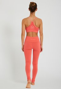 Yogasearcher - ASANA - Legging - coral - 2