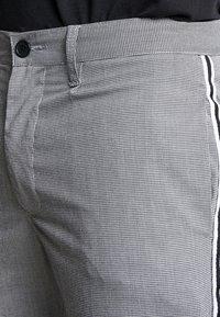 Brave Soul - STERLING - Kalhoty - black/white - 3
