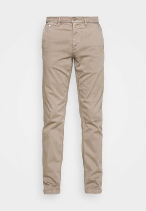 BENNI PANTS - Chinosy - sand