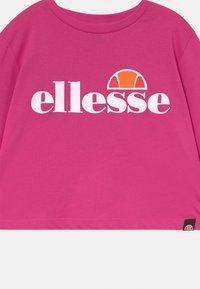 Ellesse - ARENO CROP - Topper langermet - pink - 2