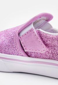 Vans - COMFYCUSH - Loaferit/pistokkaat - orchid/true white - 5