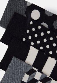Happy Socks - CLASSIC GIFT SET 4 PACK - Socks - black/white - 3