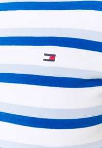 Tommy Hilfiger - COOL SLIM ROUND - Print T-shirt - ombre/weet blue - 2
