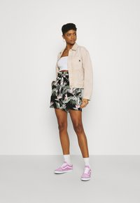 Vero Moda - Shorts - black - 1