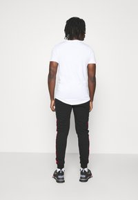Glorious Gangsta - GALVEZ JOGGER - Pantaloni sportivi - black /red - 2