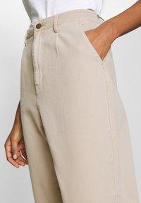 edc by Esprit - BARREL LEG UTIL - Spodnie materiałowe - sand - 5