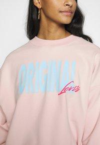 Levi's® - GRAPHIC DIANA CREW - Sweatshirt - crew original peach blush - 5