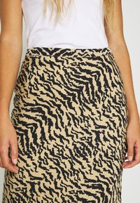 Good American - ZEBRA BIAS SKIRT - Pencil skirt - sand - 3