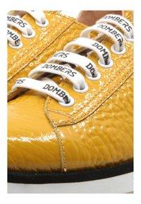 DOMBERS - Baskets basses - mustard yellow - 4