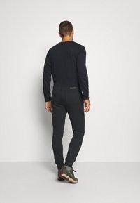 Columbia - LOGO JOGGER - Teplákové kalhoty - black/city grey - 2