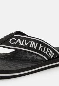 Calvin Klein Jeans - BEACH INSTITUTIONAL - T-bar sandals - black - 5