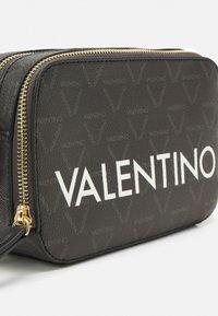 Valentino Bags - LIUTO - Umhängetasche - black - 4