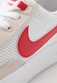 Nike SB - ADVERSARY UNISEX - Skateboardové boty - white/university red - 5