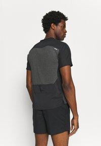 Nike Performance - TECHKNIT ULTRA  - T-shirt print - black/smoke grey - 2