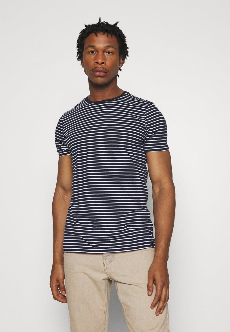 Scotch & Soda - EASY CREWNECK TEE - T-shirt med print - dark blue/white