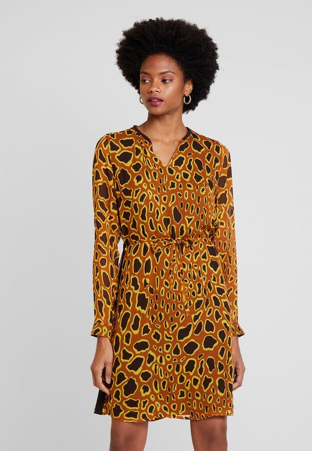 GRISELLA DRESS - Korte jurk - golden yellow