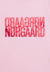 Mads Nørgaard - DIP TUVINA - T-Shirt print - soft pink - 2