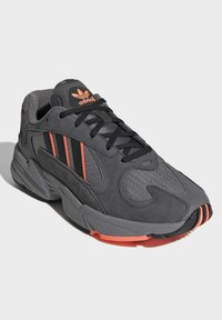 adidas Originals - YUNG-1 SHOES - Sneakers - grey - 3
