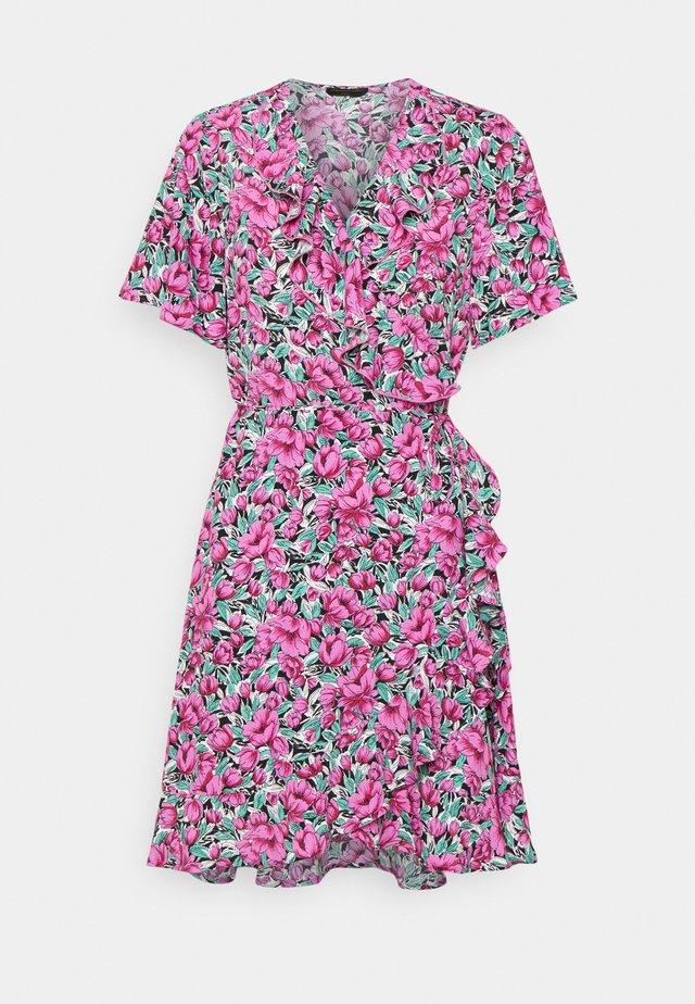 TELSI FLOWER SHORTSLEEVE REAL WRAP DRESS - Vardagsklänning - pink