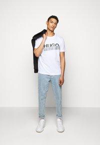 HUGO - DICAGOLINO - Print T-shirt - white - 1
