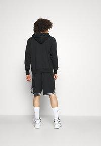 Nike Performance - DNA SHORT  - Träningsshorts - black/white - 2