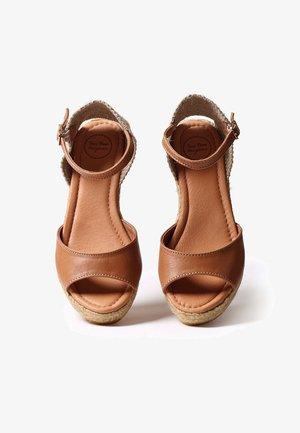 LLIVIA-P - Zapatos de plataforma - tan