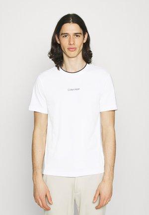 CENTER LOGO - Basic T-shirt - bright white