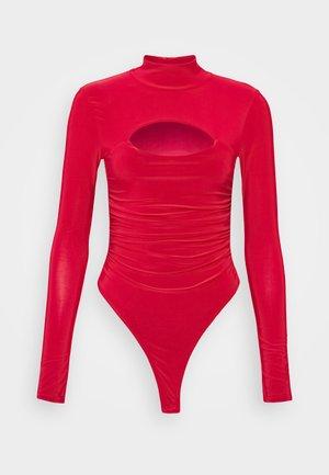 HIGH NECK CUT OUT RUCHED WAIST - Camiseta de manga larga - red
