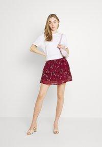 Vero Moda - VMWONDA SMOCK SHORT SKIRT - A-line skirt - tibetan red/eliza - 1