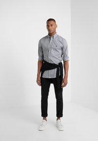 Polo Ralph Lauren - NATURAL SLIM FIT - Shirt - black/white - 1