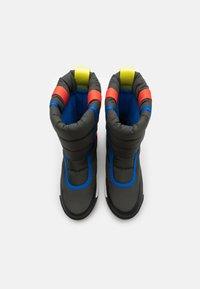 Sorel - YOUTH WHITNEY II PUFFY UNISEX - Winter boots - coal - 3