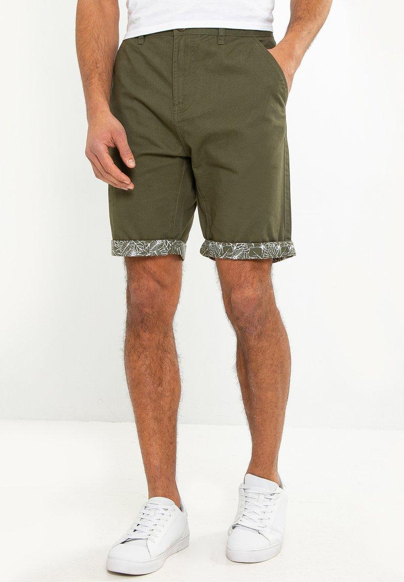 Threadbare - SHORT REDCAR - Shorts - grün