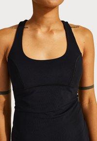 Sweaty Betty - SWEATY BETTY X HALLE BERRY EMILY STRAPPY BACK DRESS - Žerzejové šaty - black - 4