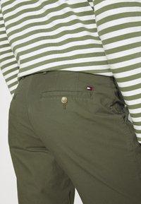 Tommy Hilfiger - BROOKLYN - Shorts - army green - 3
