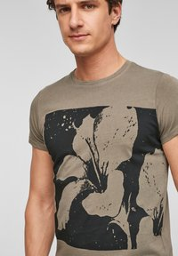 Q/S designed by - Print T-shirt - brown placed print - 3