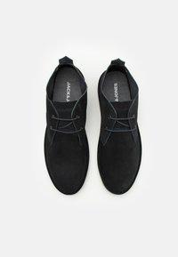 Jack & Jones - JFWBRAVO - Sznurowane obuwie sportowe - navy blazer - 3