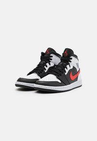 Jordan - AIR JORDAN 1 MID - Höga sneakers - black/chile red/white - 3