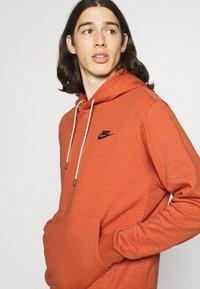 Nike Sportswear - HOODIE - Hoodie - light sienna - 3
