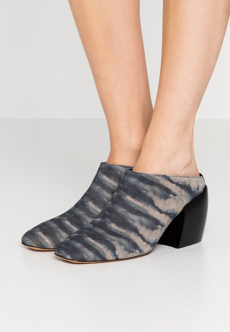 By Malene Birger - LYLA - Pantofle na podpatku - dark grey
