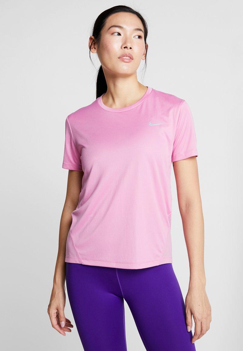 Nike Performance - MILER  - Print T-shirt - magic flamingo/silver