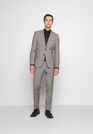 ARTI/HESTEN - Suit - open grey
