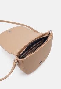 U.S. Polo Assn. - JONES S FLAP BAG - Across body bag - beige - 2